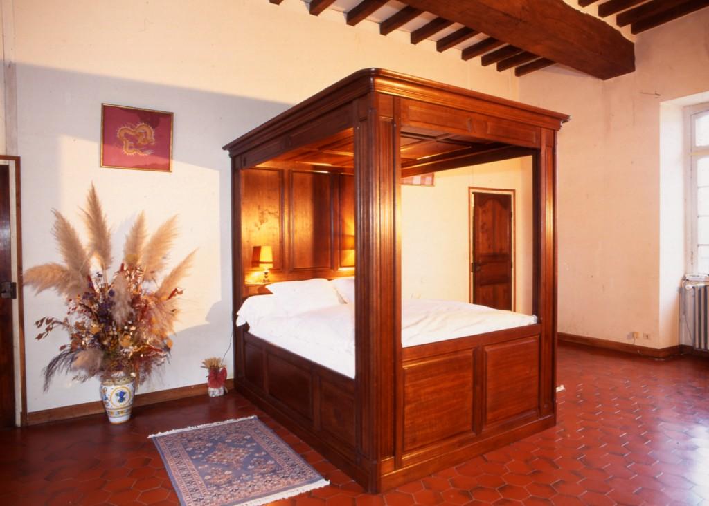 lit baldaquin meubles hugon meubles normands bernay. Black Bedroom Furniture Sets. Home Design Ideas